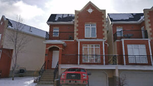 Beautiful 3 Bedroom Detached Townhouse in Belle Rive - $2100