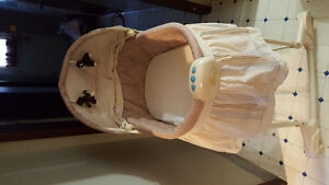 Bassinet the with blanket and sleeping bag for baby Windsor Region Ontario image 3