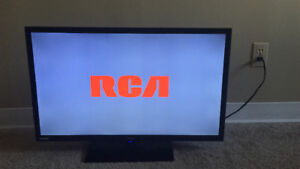 32 inches RCA TV with Dvd player