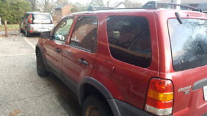 $1500 2003 ford escape xlt 4x4 AS IS