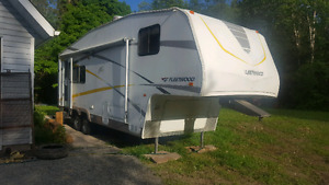 5th wheel Trailer WITH Hitch