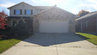 Executive 3 bedroom house ~ Steps away from the beach~