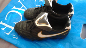 Nike Outdoor Soccer Cleats Size 2Y