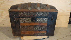 Antique wooden luggage trunk!