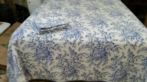 VERY ATTRACTIVE KING SIZE COMFORTER SET BLUE/WHITE
