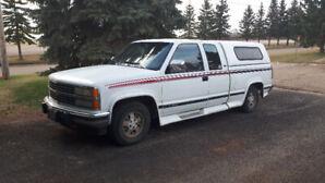 92 chev Silverado w/canopy, eq hitch, 5.7 litre v8 auto