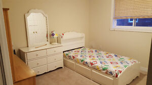 Furnished room for rent in house - North Burlington-Professional
