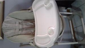 Chaise haute très propre InGenity