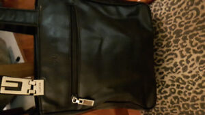 Black Guess purse; perfect condition  (Ancaster)