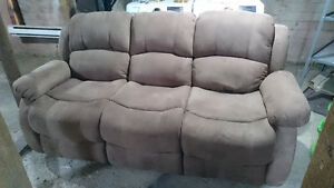 2-Seat reclining sofa>Barely used>Protective Coating>Pickup only