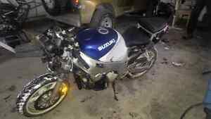 Moto Stunt Suzuki 600 gsxr + trailler remorque