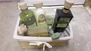 Pier one luxury bath and toiletry set Edmonton Edmonton Area image 3