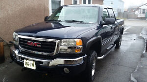 2007 GMC 2500HD Crew Cab 4x4 Only 160000kms With V Blade Plow