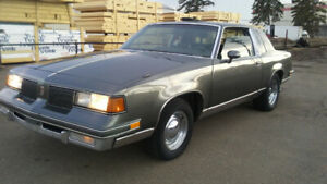 Rare 87 classic cutlass supreme 350 chevy/4 spd auto fast car!