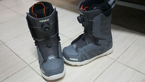 thirtytwo STW BOA Snowboarding boots size 10 white/gray color