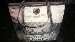 A very Lovely COACH Purse Brand New MINT Condition