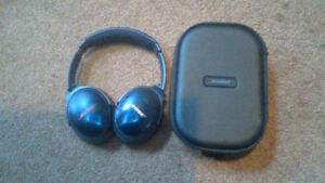BOSE QC35 Limited Edition Noise-Cancelling Wireless Headphones