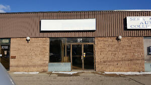 COMMERCIAL/INDUSTRIAL UNIT AVAILABLE ON PRIME LOCATION.