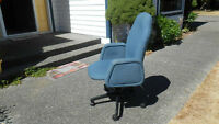 TURQUOISE OFFICE CHAIR