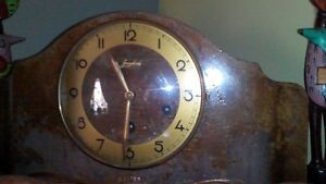vieille horloge antique