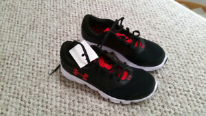 BRAND NEW BOYS UNDER ARMOUR SHOES - SIZE: 3 1/2