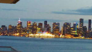 Waterfront 2 Bdrm,Den 1100sf Luxury Condo, Lolo steps to Seabus