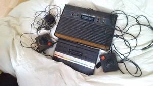 Atari 2600 2 fois avec 15 jeux et les deux manette 425 nego