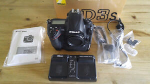 Nikon D3s Excellent+ condition in box, 2 batteries dual charger