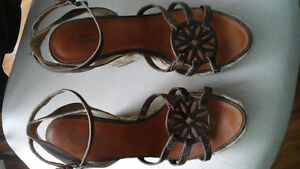 Brand New AMERICAN EAGLE WEDGE SANDALS Size 7 Downtown