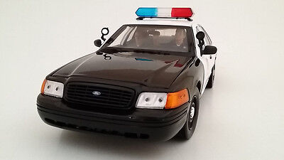 SEATED POLICE OFFICERS 2 PIECE FIGURE SET 1:18 MODELS BY AMERICAN DIORAMA 23830