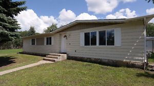 Treed 3 Acre Home 8 Minutes from Beaumont
