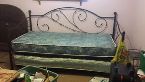 Day bed with trundle Peterborough Peterborough Area image 1