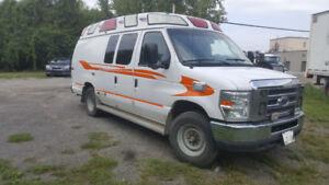 Ambulance Ford E-350 2012