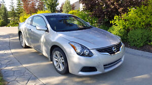 2010 Nissan Altima Coupe (GREAT CONDITION)