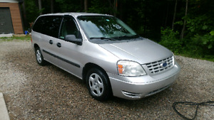 Ford freestar 2006 tres propre