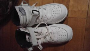 Women's Muscle Trainer shoes size 8.
