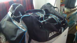 bauer hockey bag with handle and wheels