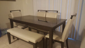 Beautiful almost new Dining set.