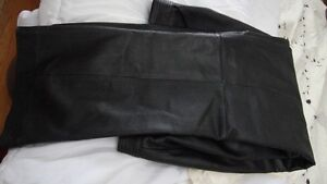 100%  Leather pants / Pantalon en cuir veritable