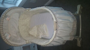 Bassinet- Bily-Barely used/perfect condition