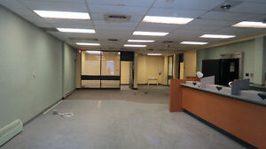 Prime Retail in Cote Des Neiges Steps from Metro