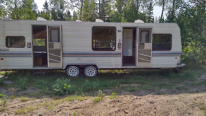 1986 Fleetwood Prowler Lynx Trailer Model 29R