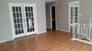 ½ Month Free Rent Beautiful Full Half Duplex Only $1395