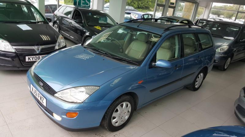 2001 Ford Focus 1.6i 16v Ghia automatic - 2 F Keepers - 7 Service Stamps