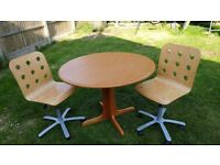 Round dining table and 2 gas-adjustable chairs