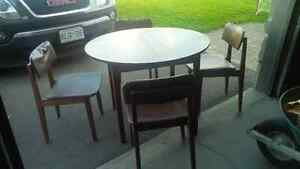 Round expandable dining table and 4 chairs