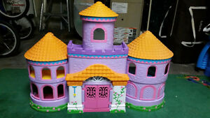 Dora Castle with Figurines