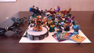 Skylander figurine pack + 2 portals of power