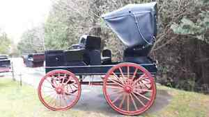 VINTAGE 2-SEATER HORSE CARRIAGE