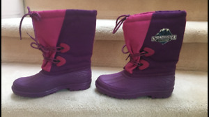 Girls Size 3 Snowmaster Outdoors water proof Winter Boots